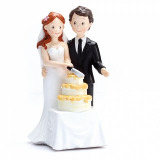 couple-maries-decoupe-du-gateau